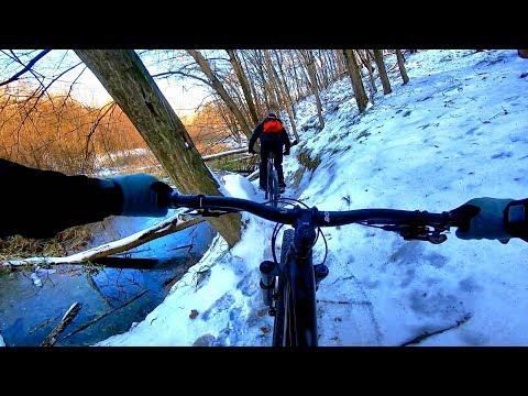 РАСКАТКА ЗИМНИХ ТРЕЙЛОВ В ГОЛОСЕЕВО! В чем кататься зимой на велосипеде?!