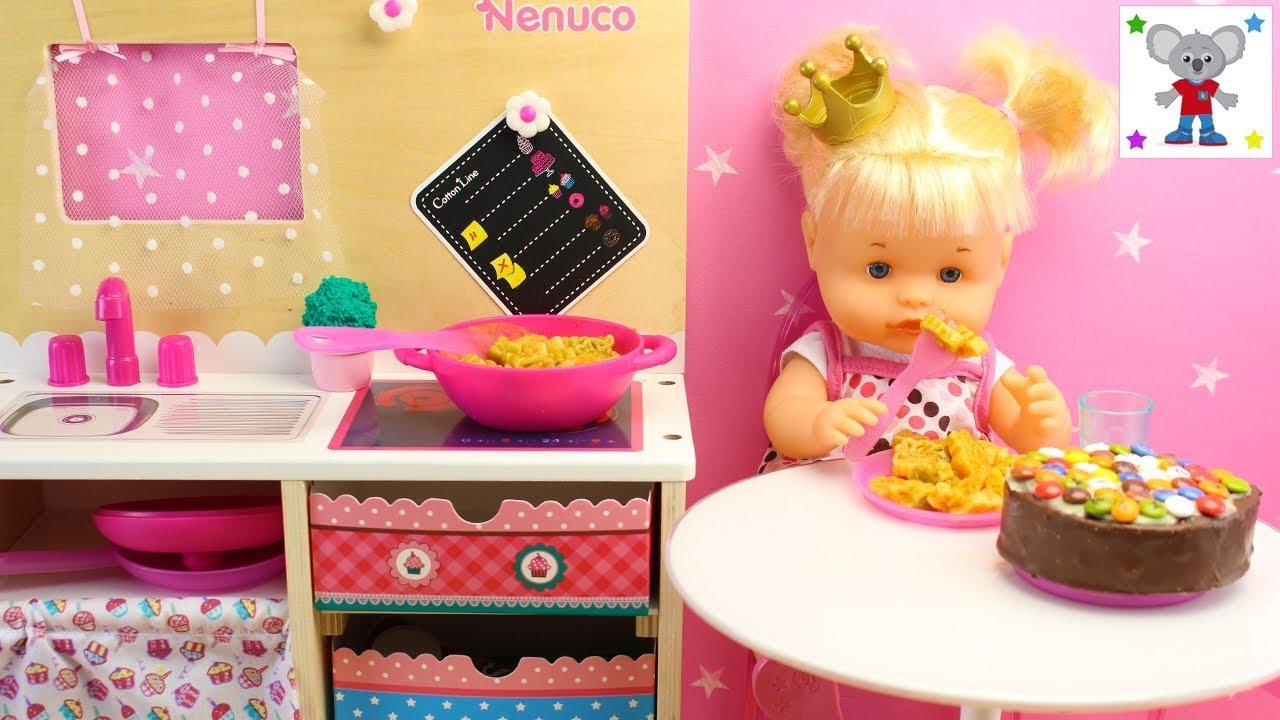 Nueva cocinita de nenuco la beb nenuco princesa cuca cocina macarrones y tarta de chocolate - Cocina de nenuco ...