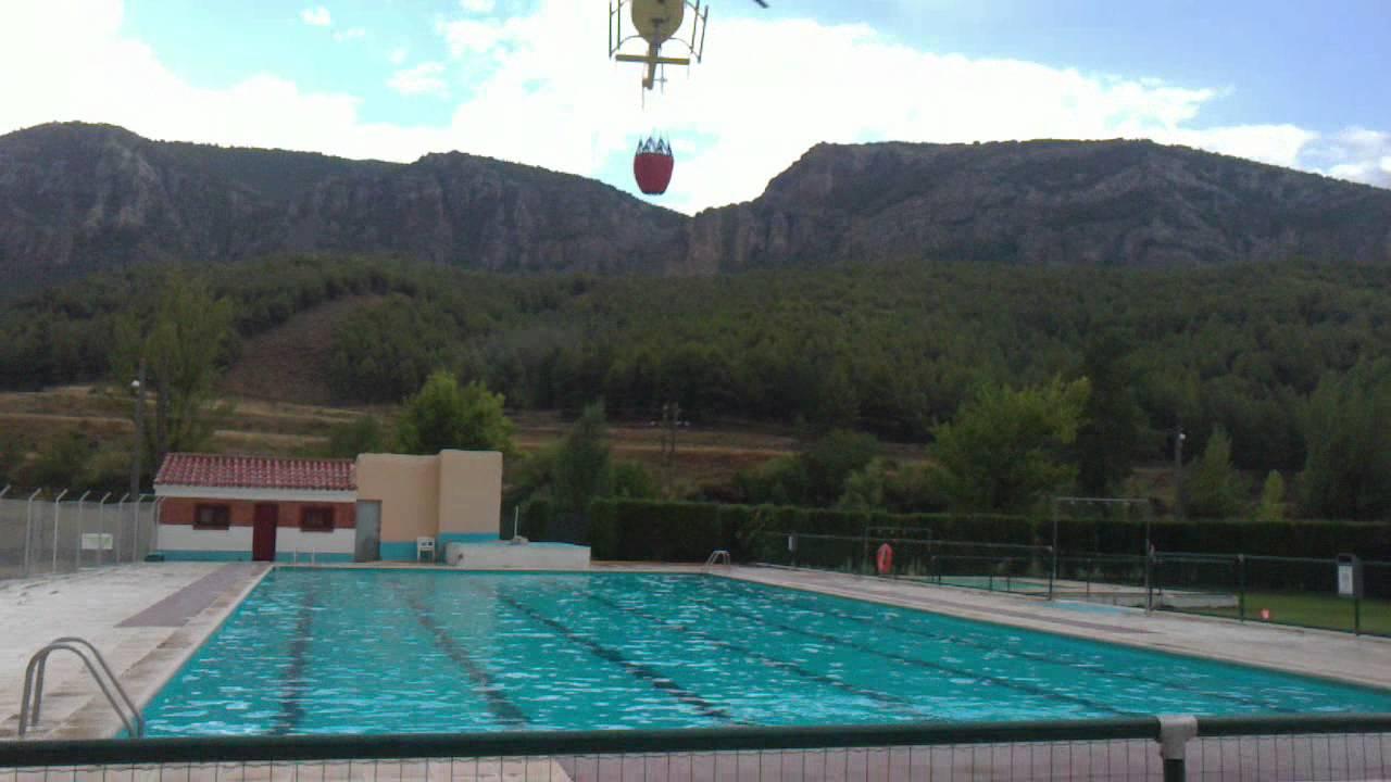 Helicoptero cargando agua en la piscina de montalban for Piscina teruel