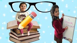 MASAL ÖĞRETMEN OLDU ÖYKÜ'NÜN DERS DE KARNI ACIKTI! Funny Baby Eating Candy Food at School Kids