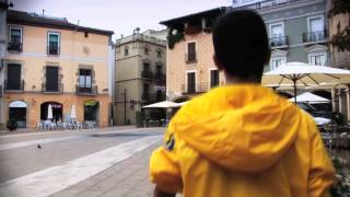 #1 - Nen jugant al carrer! - Canvia El Xip! - atlas