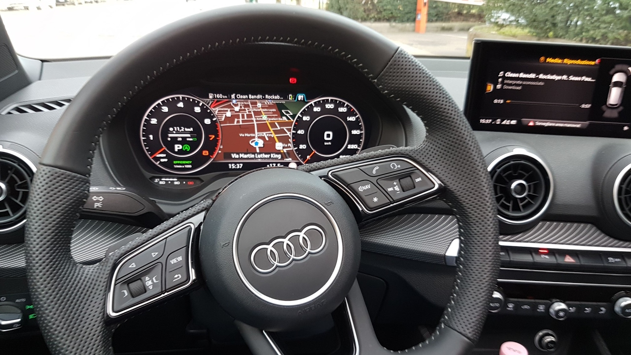 new audi q2 virtual cockpit mmi plus 1 4 tfsi 150 cv. Black Bedroom Furniture Sets. Home Design Ideas