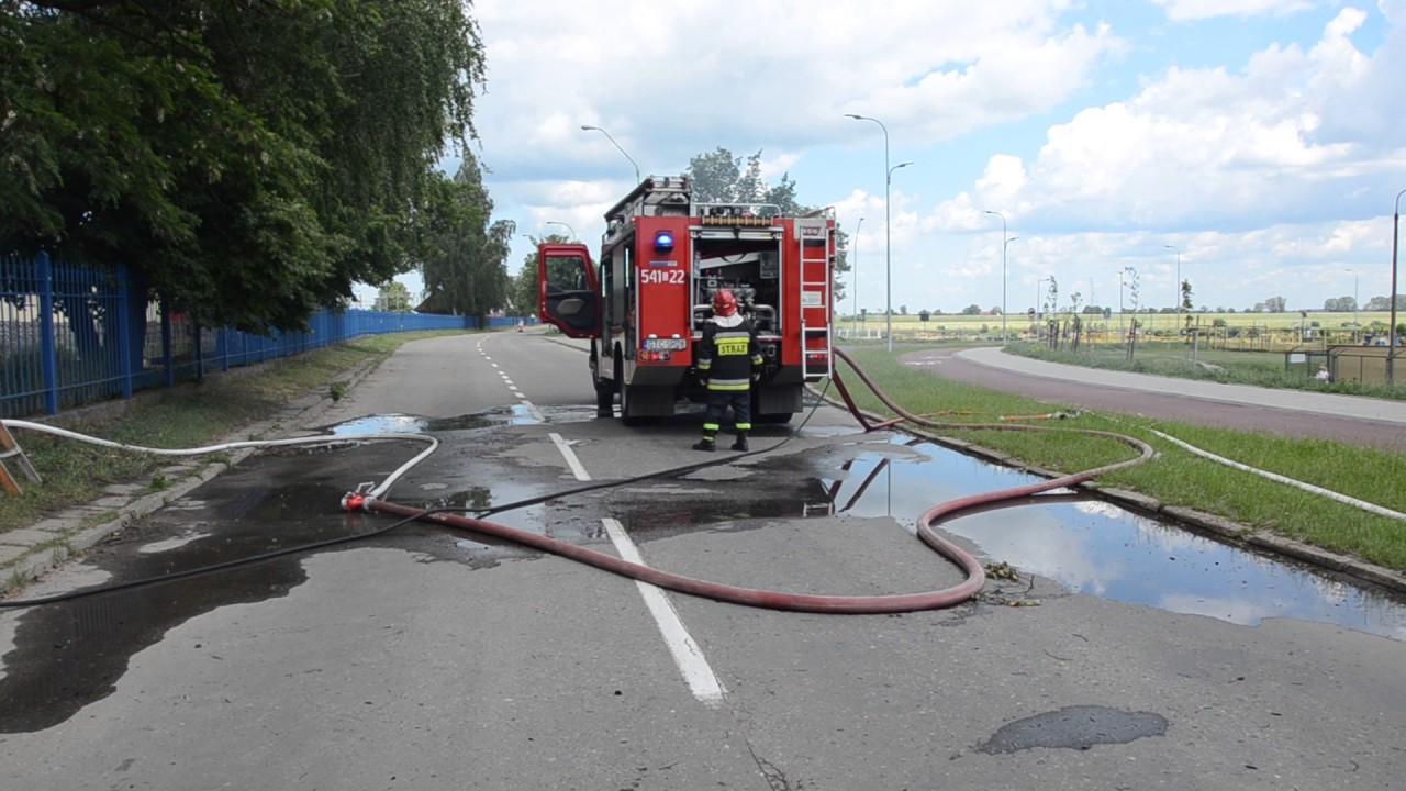 Dogaszanie pożaru przy ul. Jana z Kolna