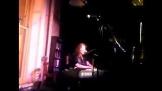 Regina Spektor singing Bulat Okudzhava