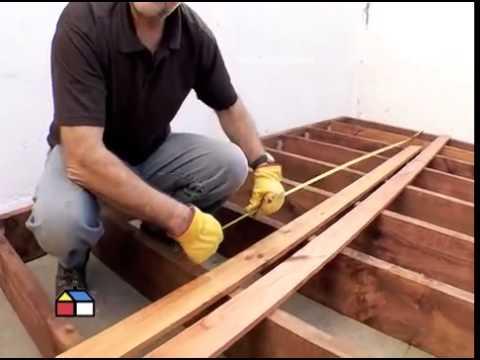 Dise a tu propio deck de madera para tu jard n o patio for Carros de madera para jardin