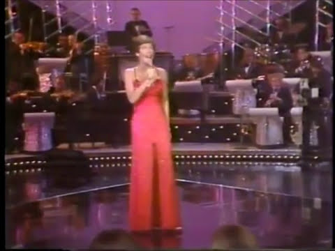 HELEN REDDY - MEDLEY OF HITS - HOSTED BY DICK CLARK - THE QUEEN OF 70s POP