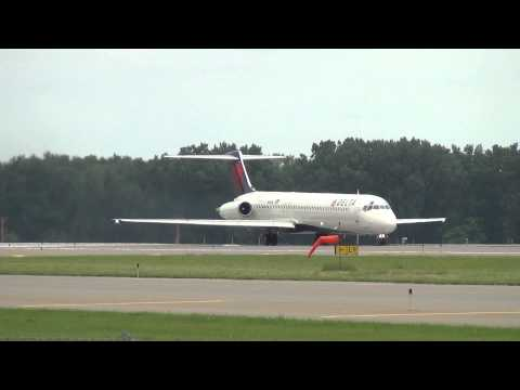 Delta Air Lines Powerful MD-88 Takeoff Minneapolis Int'l Airport