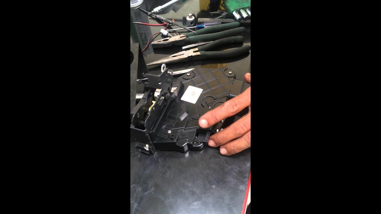 repair door lock latch range rover sport youtube. Black Bedroom Furniture Sets. Home Design Ideas