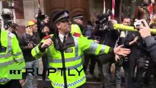 UK: Police beat back students during London demo against uni fees