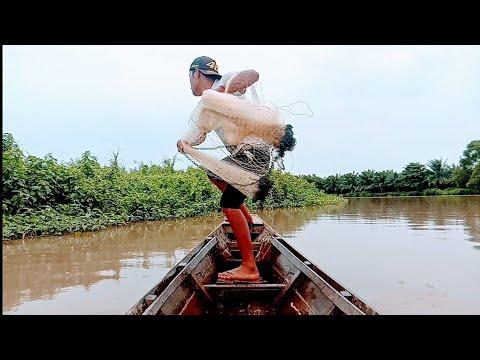 Download jala ikan pakai perahu,, hasilnya lumayan..!!!