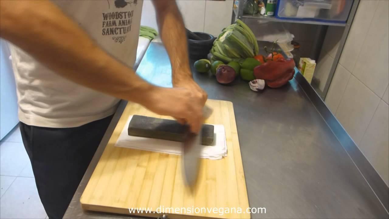 Cmo afilar un cuchillo con una piedra  YouTube