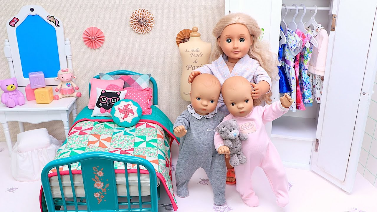 Mommy and twin baby dolls evening family routine with bed time story!
