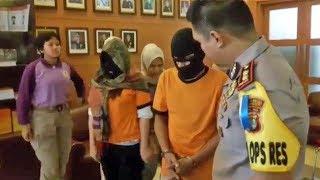 Download Video Pengakuan Wanita Pelaku Prostitusi Threesome yang Digerebek Polisi di Hotel Kota Tangerang MP3 3GP MP4