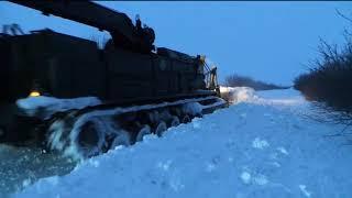 Робота інженерної техніки з розчистки доріг під час снігових заметів на Запоріжжі