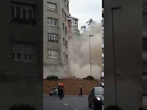 Momento del derrumbe del edificio en Santander