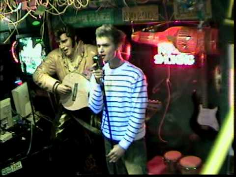 Dennis singt Unchain my heart im Karaoke Fun Pub Stuttgart