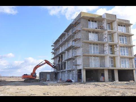 В Витязево идет снос незаконных многоэтажек