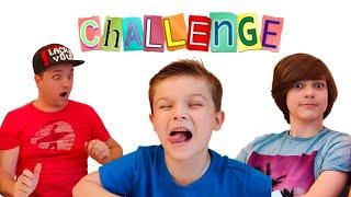 Дети и папа играют в Челлендж откуси лизни ничего | челлендж с едой
