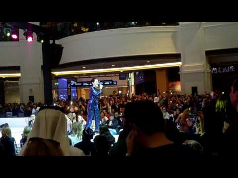 Flashlight - Jessie J Live acoustic performance at Mall of the Emirates Dubai