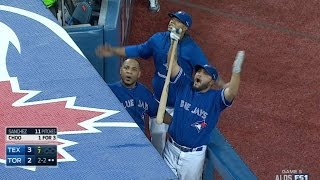 TEX@TOR Gm5: Wild 7th inning at Rogers Centre
