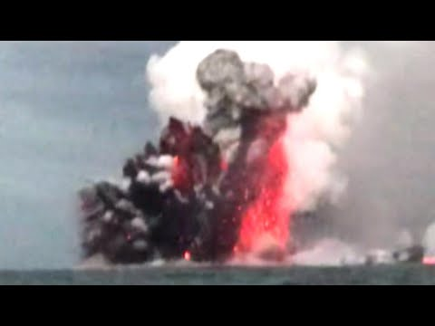 hawaiian-tourists-describe-moment-their-boat-was-hit-by-lava-bomb