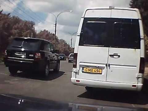 Дуракам закон не писан: на Рышкановке водитель маршрутки объехал пробку по тротуару