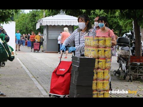 Cientos de familias recogen alimentos. Le puede pasar a cualquier
