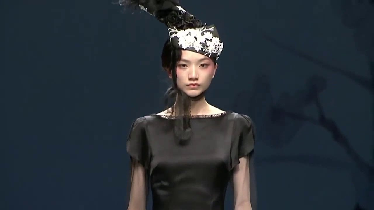 China Fashion week Day 2 | Designers display winter collection | Fashion News 29-10-2019