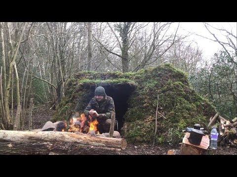 2 NIGHTS MINIMALIST DEBRIS SHELTER CAMP AND CAMP BUILDING