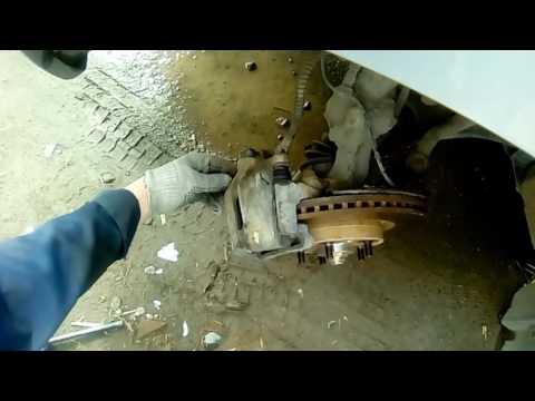 видео: Замена тормозных колодок лифан х 60