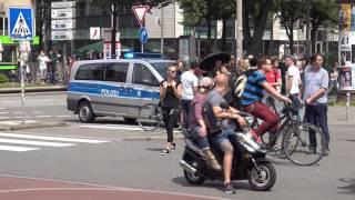[G20] Konvoi wird blockiert und von Polizei befreit