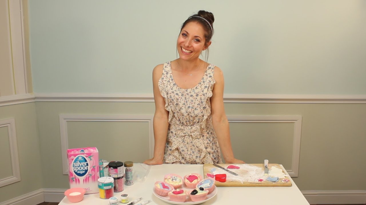 idea for hen bachelorette party cupcakes youtube - Woman Decorating Cupcakes