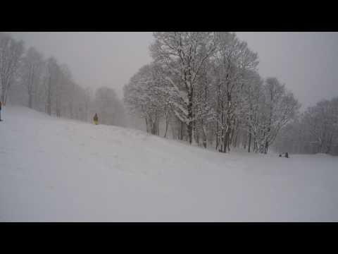 【2017 日本新潟妙高高原滑雪】滑雪第三天下午,阿達班練習穿樹林