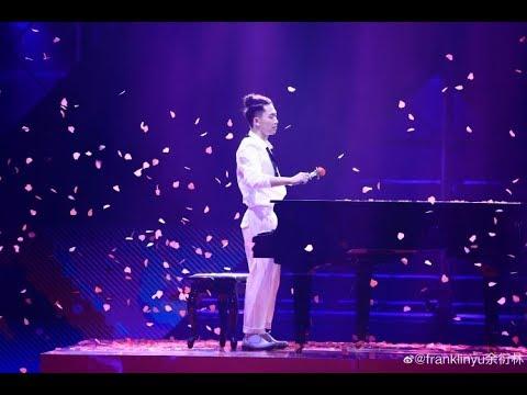 """这就是街舞S2 Franklin余衍林变身钢琴王子,今日份的玫瑰""""甜甜千""""已收到"""