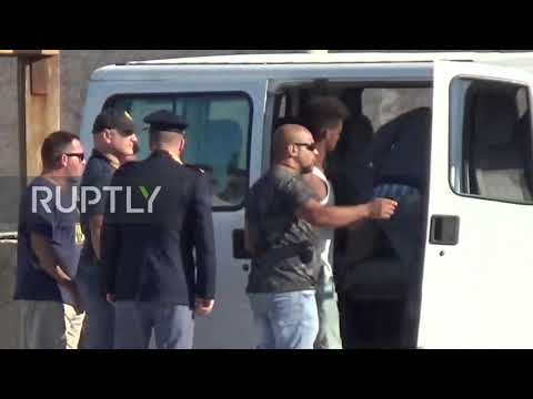 Italy: Unaccompanied minors taken from rescue ship in Lampedusa