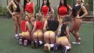 Repeat youtube video Musas do Miss Bumbum cobiçam boleiros e mostram suas habilidades 04 10 2013 mircmirc