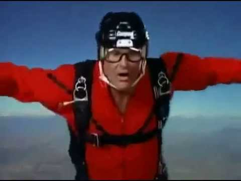 Baywatch S06E22 Matt tries to save a drowned Mitch after his parachute fails to open CPR)