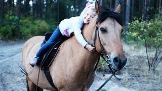 """Тренировка на лошади пятилетней Мирославы в КК """"Восход"""""""