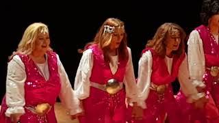 Bizim kızlar. Folklor ekibi.