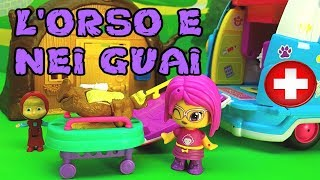 MASHA COMBINA GUAI , ORSO E FERITO - Dalla dottoressa peluche , Puntata in italiano per bambini