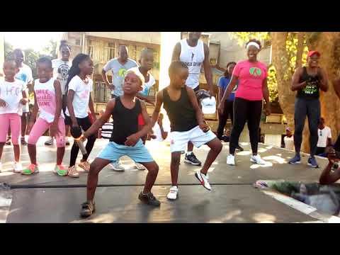 The Best Mpu Dance By Far..THIS ZAMBIAN DANCE