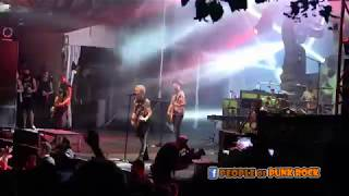 SUM 41 performing in Québec City! »» 19. Still Waiting.