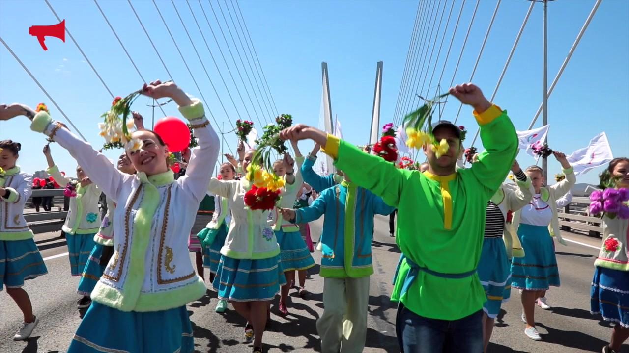 Первомайское шествие во Владивостоке - YouTube