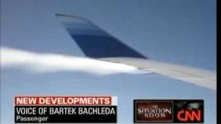 video united airlines jet leaking fuel at 30 000 feet
