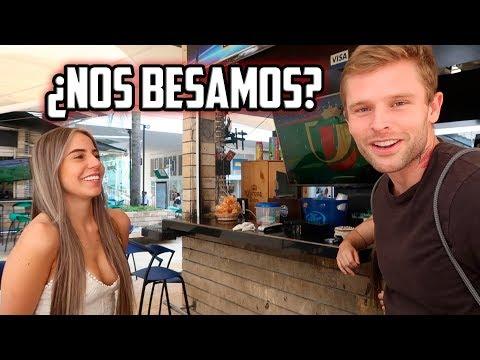 GRINGO BESANDO COLOMBIANAS
