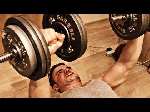 Как накачать грудные мышцы с гантелями дома!