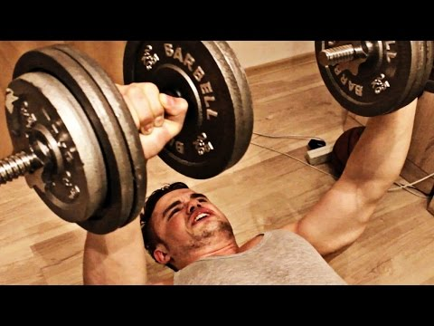 Вопрос: Как качать мышцы дома с помощью гантелей?