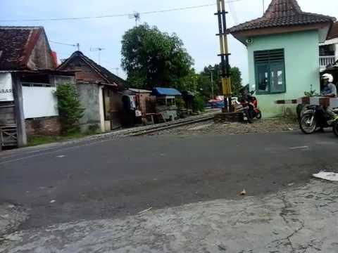 Railbus Batara Kresna melintas di PJL 01 Sampangan