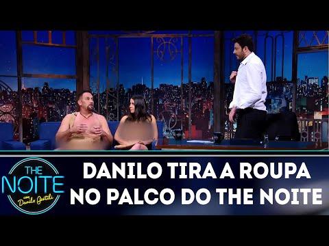 Danilo Gentili tira a roupa no palco do The Noite| The Noite (20/03/18)