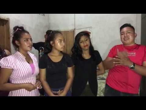 videos-chapin-se-vestir-de-tpico-saludando-al-pblico